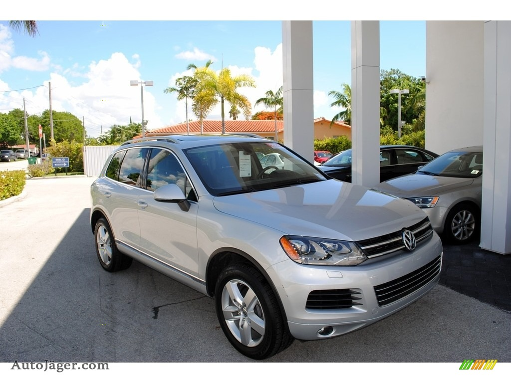 2014 Touareg V6 Lux 4Motion - Cool Silver Metallic / Black Anthracite photo #1