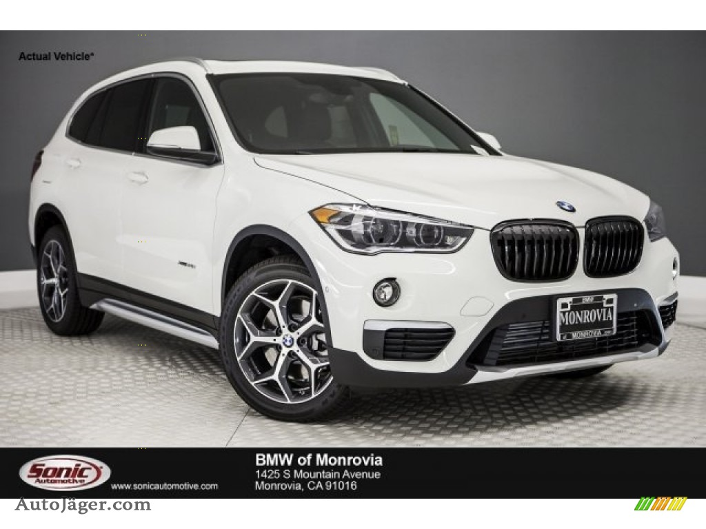 2017 X1 xDrive28i - Alpine White / Black photo #1