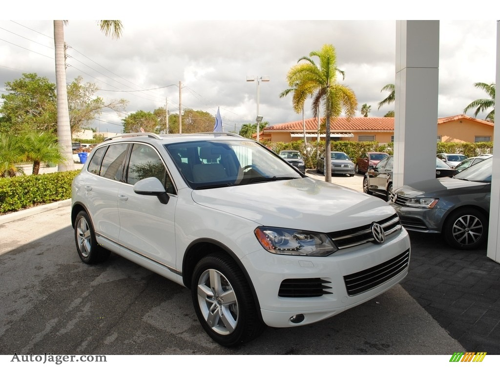 2014 Touareg V6 Lux 4Motion - Pure White / Cornsilk Beige photo #1
