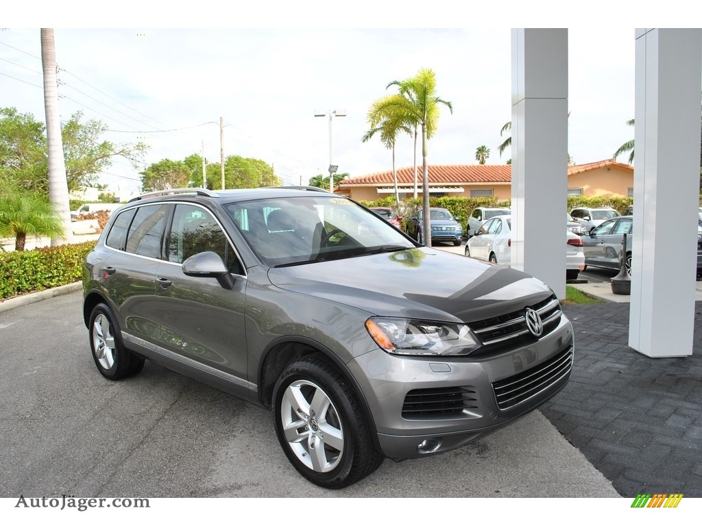 2014 Touareg V6 Lux 4Motion - Canyon Gray Metallic / Black Anthracite photo #1