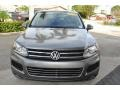 Volkswagen Touareg V6 Lux 4Motion Canyon Gray Metallic photo #3