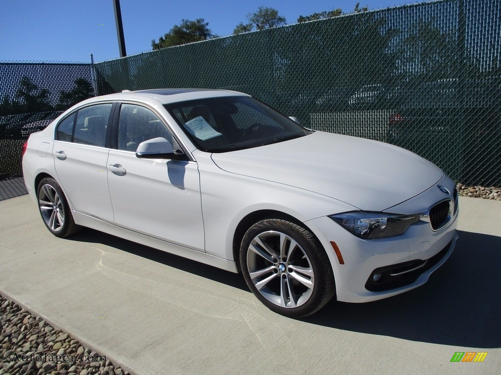 2017 3 Series 330i xDrive Sedan - Alpine White / Venetian Beige/Black photo #1