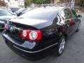 Volkswagen Passat Komfort Sedan Deep Black photo #7