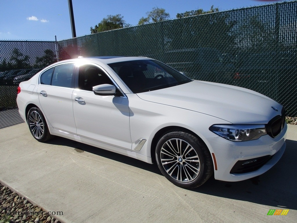 2018 5 Series 540i xDrive Sedan - Alpine White / Black photo #1