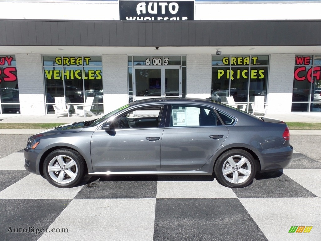 2013 Passat 2.5L SE - Platinum Gray Metallic / Titan Black photo #1