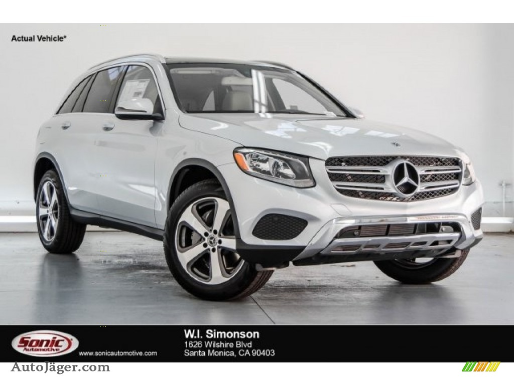 Iridium Silver Metallic / Silk Beige/Black Mercedes-Benz GLC 300