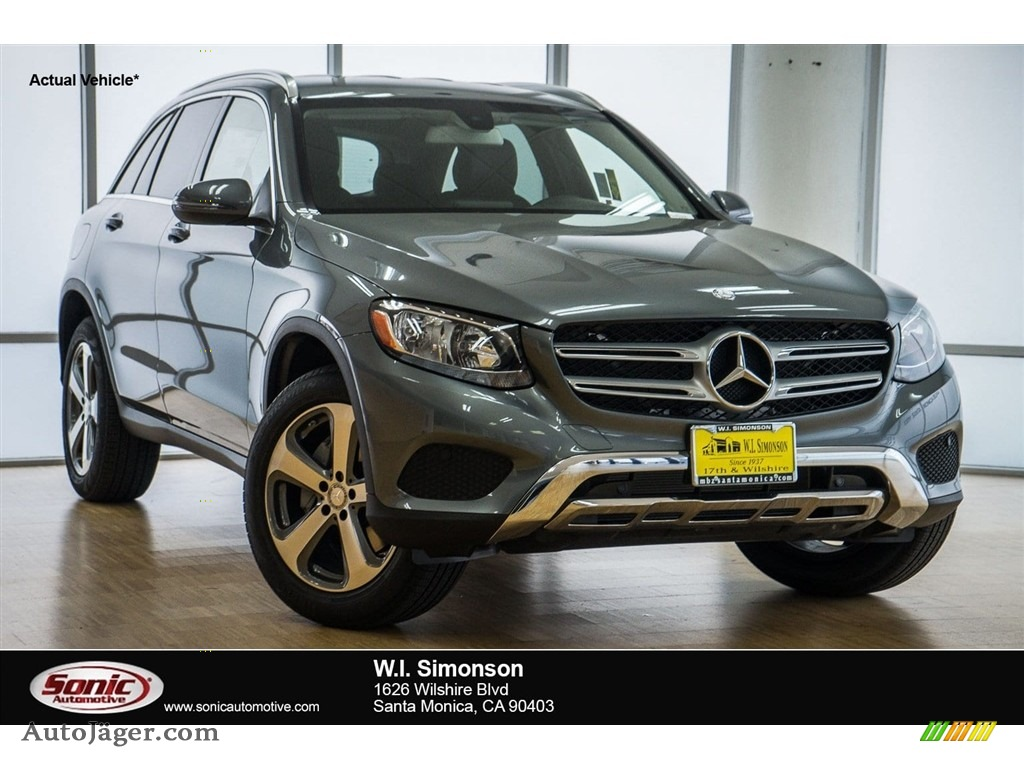 Polar White / Black Mercedes-Benz GLC 300