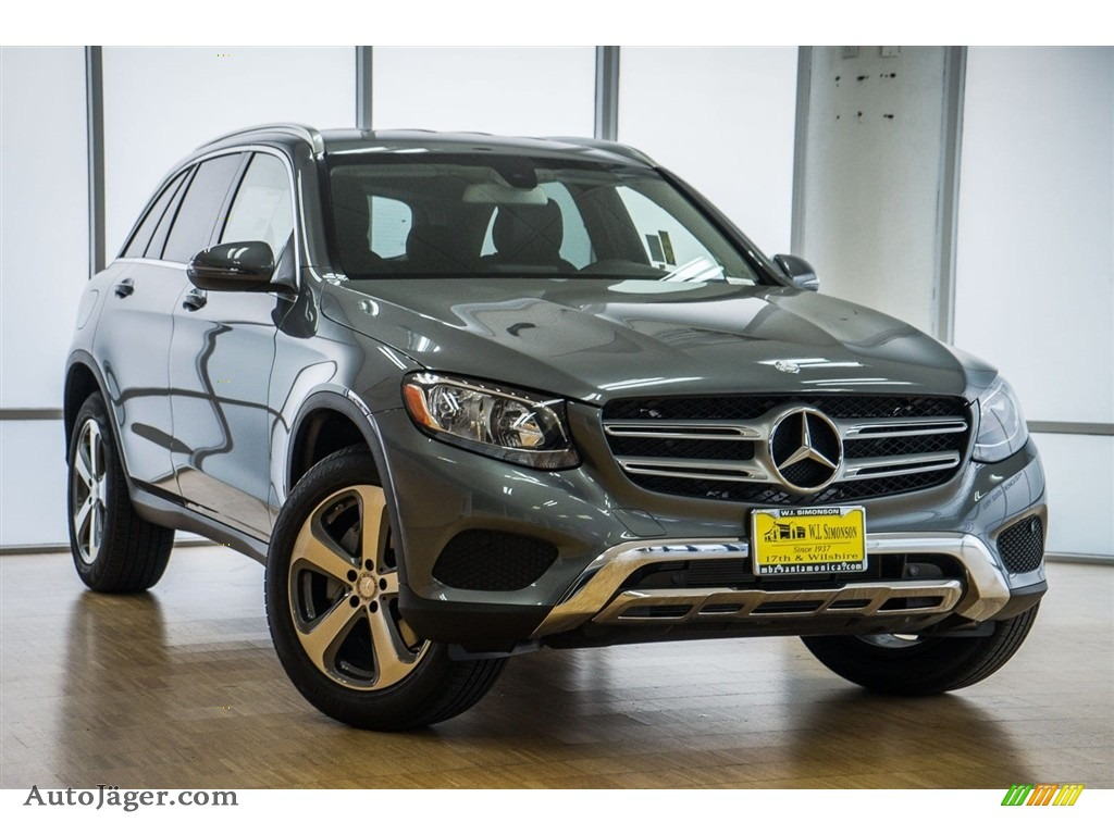 2018 GLC 300 - Polar White / Black photo #12