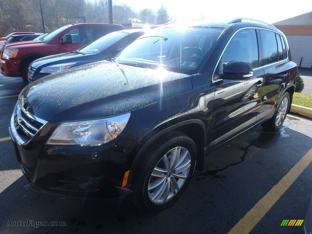 2011 Tiguan SE 4Motion - Deep Black Metallic / Charcoal photo #1