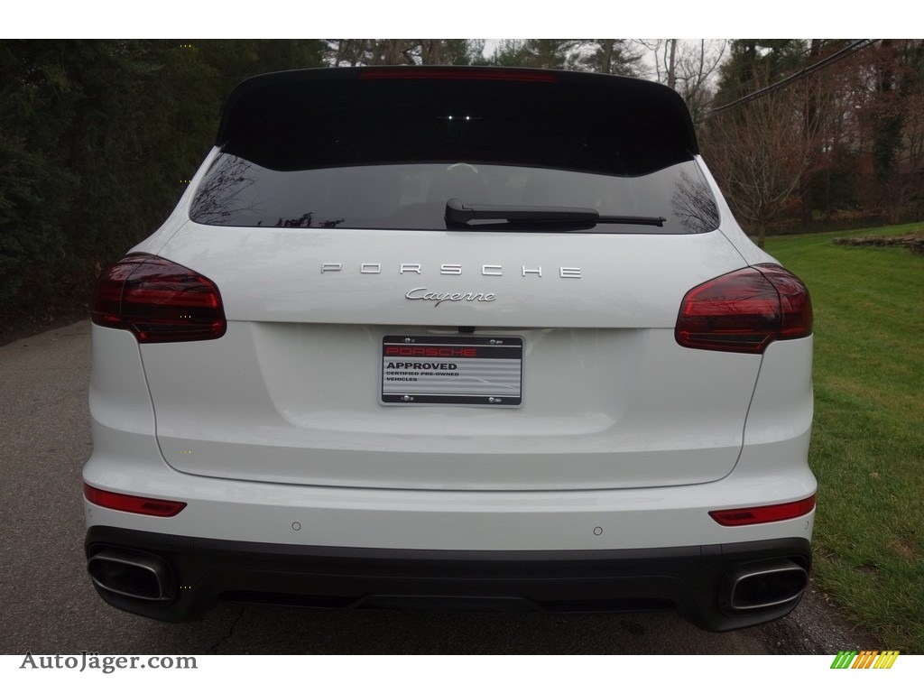 2017 Cayenne Platinum Edition - White / Black photo #5