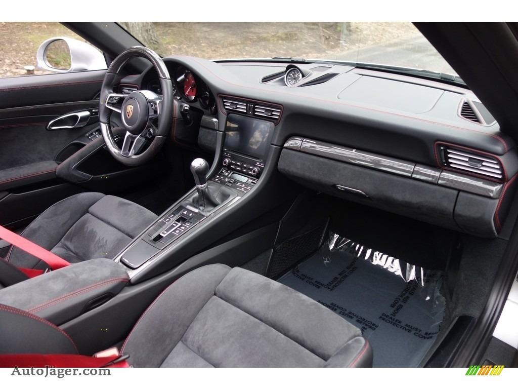 2017 911 Targa 4 GTS - GT Silver Metallic / Black photo #16