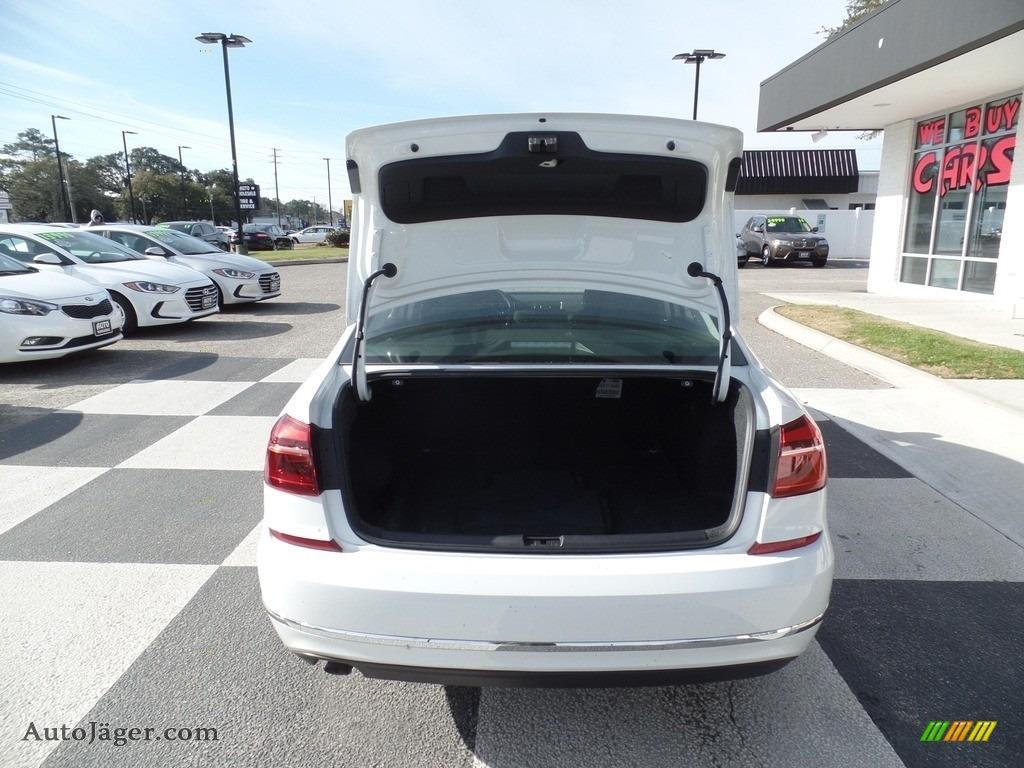 2017 Passat S Sedan - Pure White / Titan Black photo #5