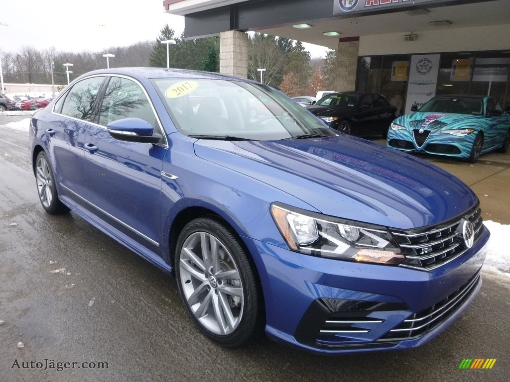 2017 Passat R-Line Sedan - Reef Blue Metallic / Titan Black photo #3