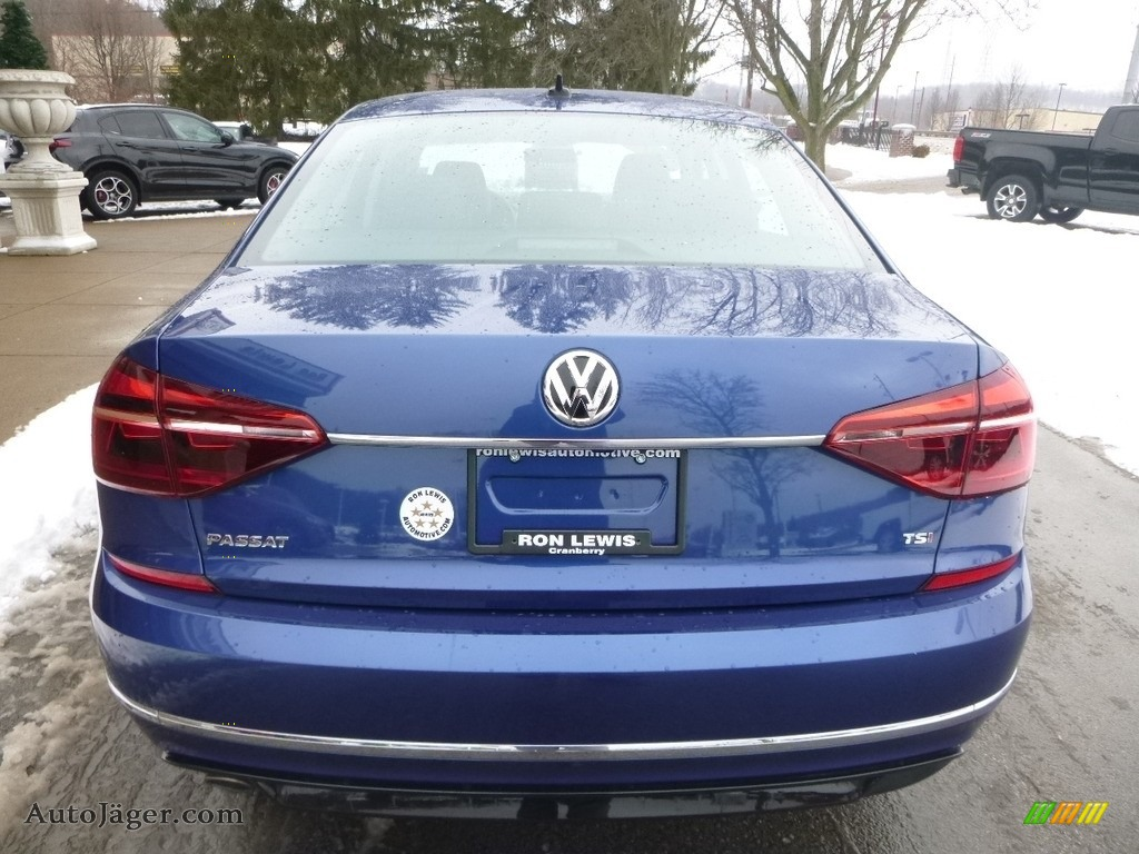 2017 Passat R-Line Sedan - Reef Blue Metallic / Titan Black photo #8