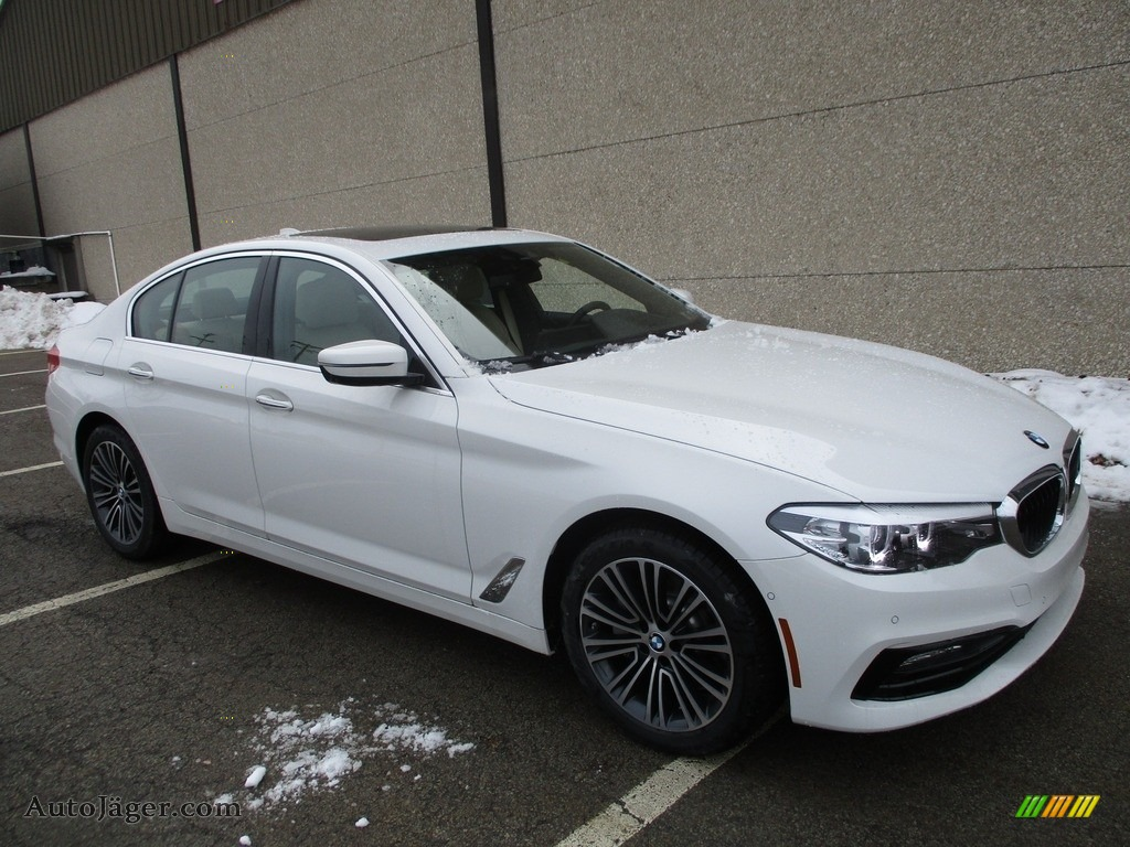 Alpine White / Canberra Beige/Black BMW 5 Series 540i xDrive Sedan