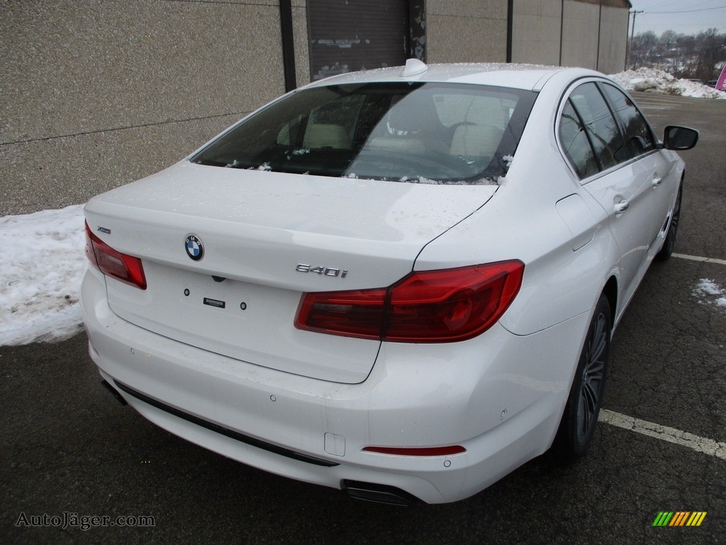 2018 5 Series 540i xDrive Sedan - Alpine White / Canberra Beige/Black photo #3