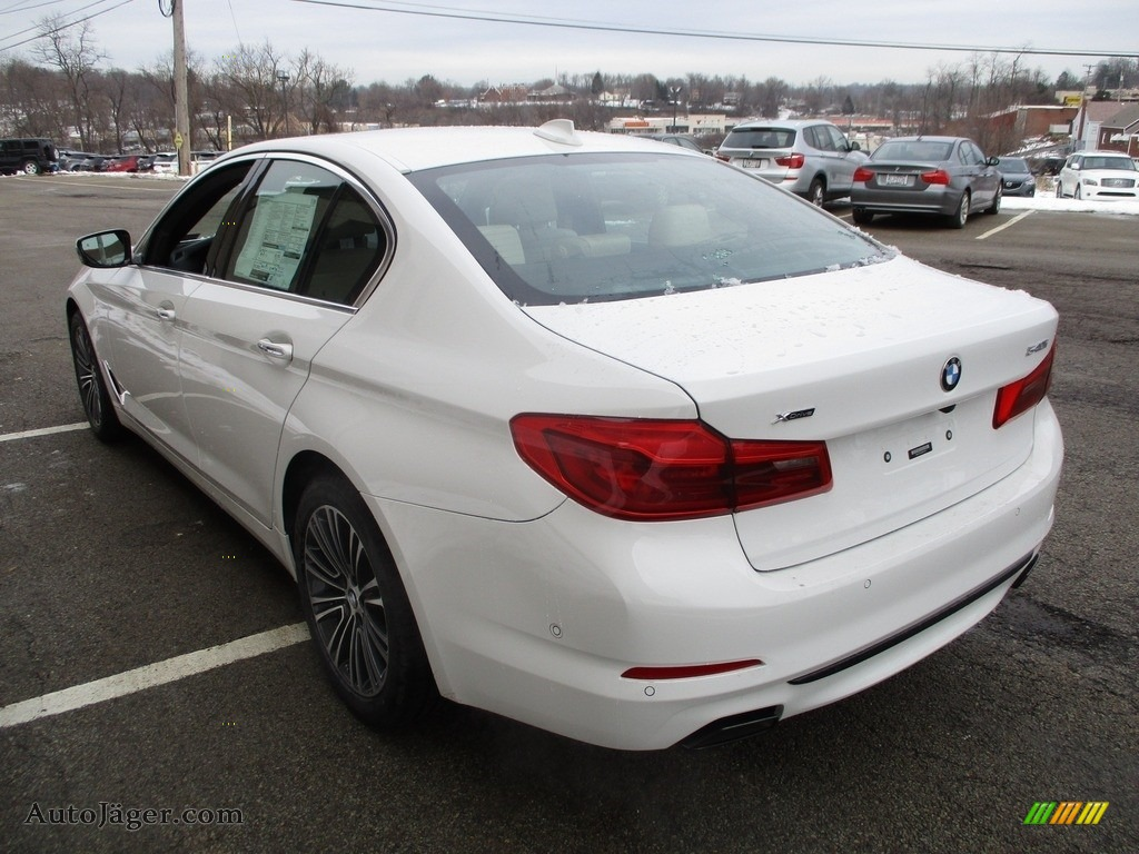 2018 5 Series 540i xDrive Sedan - Alpine White / Canberra Beige/Black photo #5