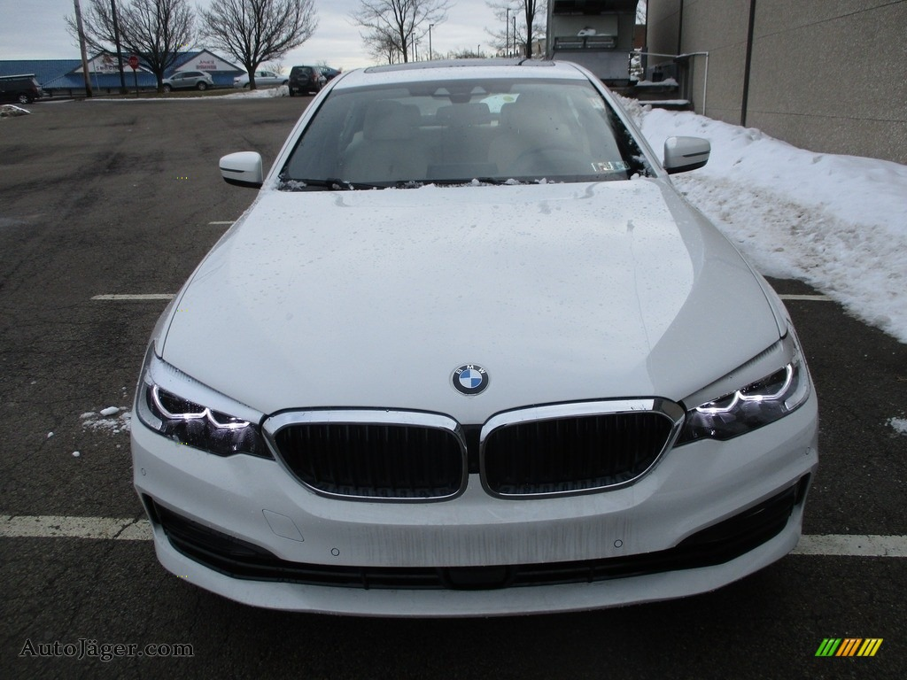 2018 5 Series 540i xDrive Sedan - Alpine White / Canberra Beige/Black photo #8