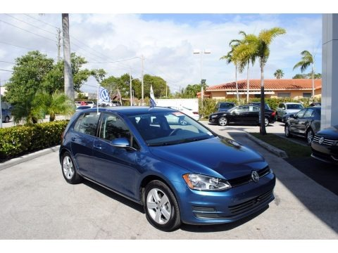 Silk Blue Metallic 2017 Volkswagen Golf 4 Door 1.8T Wolfsburg