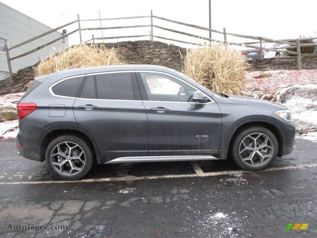 2018 X1 xDrive28i - Mineral Grey Metallic / Black photo #2