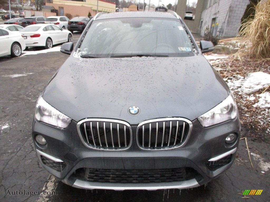 2018 X1 xDrive28i - Mineral Grey Metallic / Black photo #8