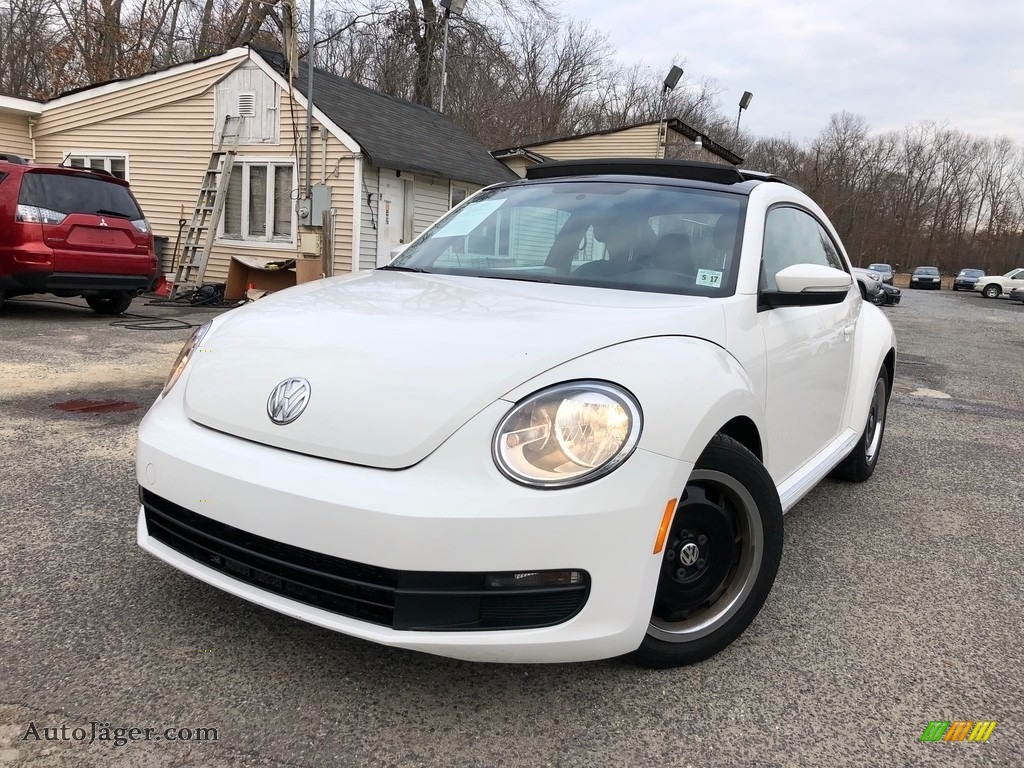 Candy White / Titan Black Volkswagen Beetle 2.5L