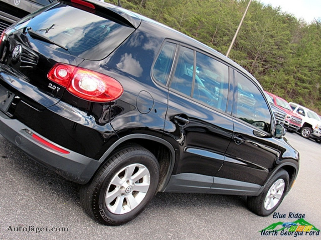 2009 Tiguan S - Deep Black Metallic / Charcoal photo #28