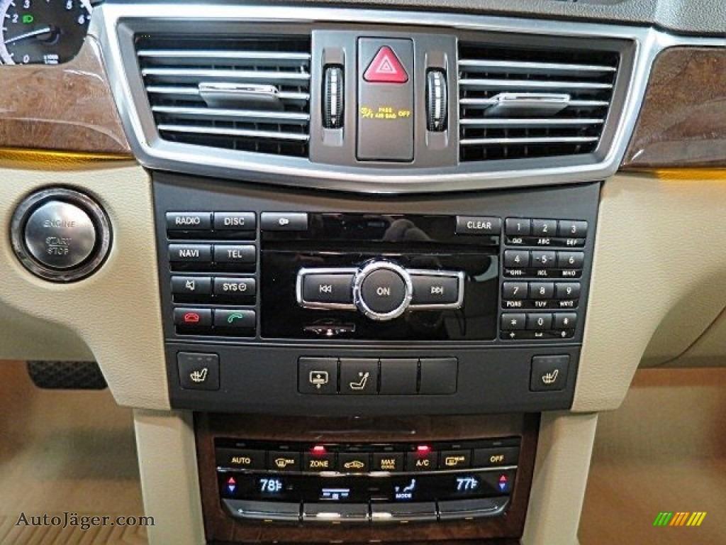 2013 E 350 4Matic Sedan - Polar White / Almond/Black photo #24