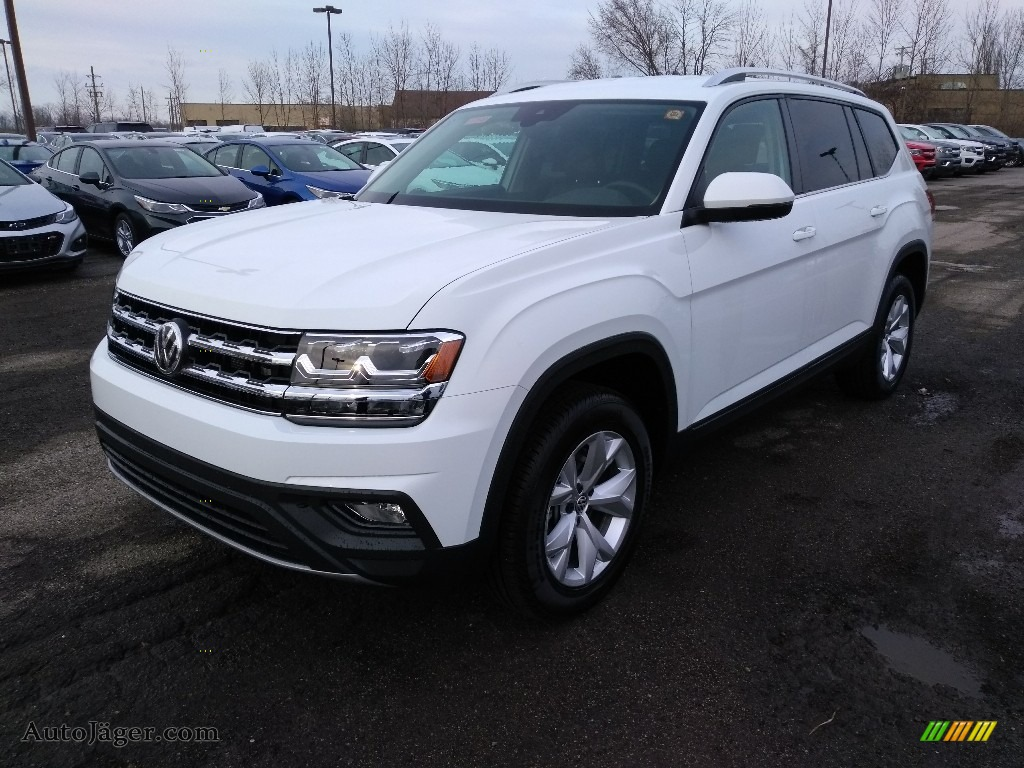 Pure White / Titan Black Volkswagen Atlas SE 4Motion