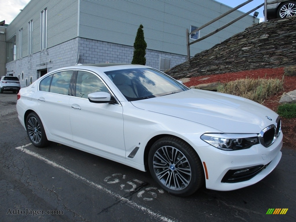 2018 5 Series 530e iPerfomance xDrive Sedan - Mineral White Metallic / Ivory White photo #1