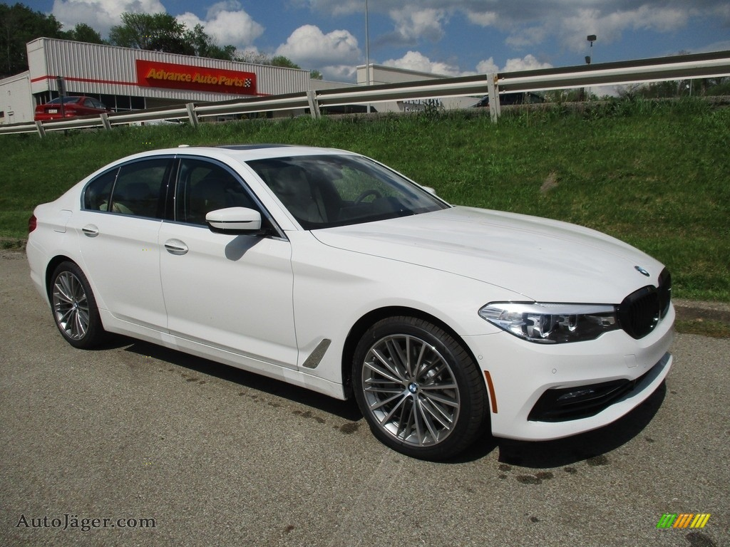 2018 5 Series 540i xDrive Sedan - Alpine White / Canberra Beige/Black photo #1