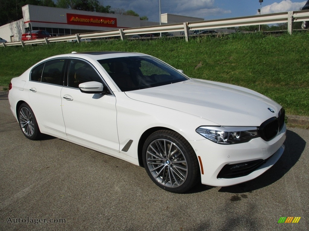 Alpine White / Cognac BMW 5 Series 540i xDrive Sedan