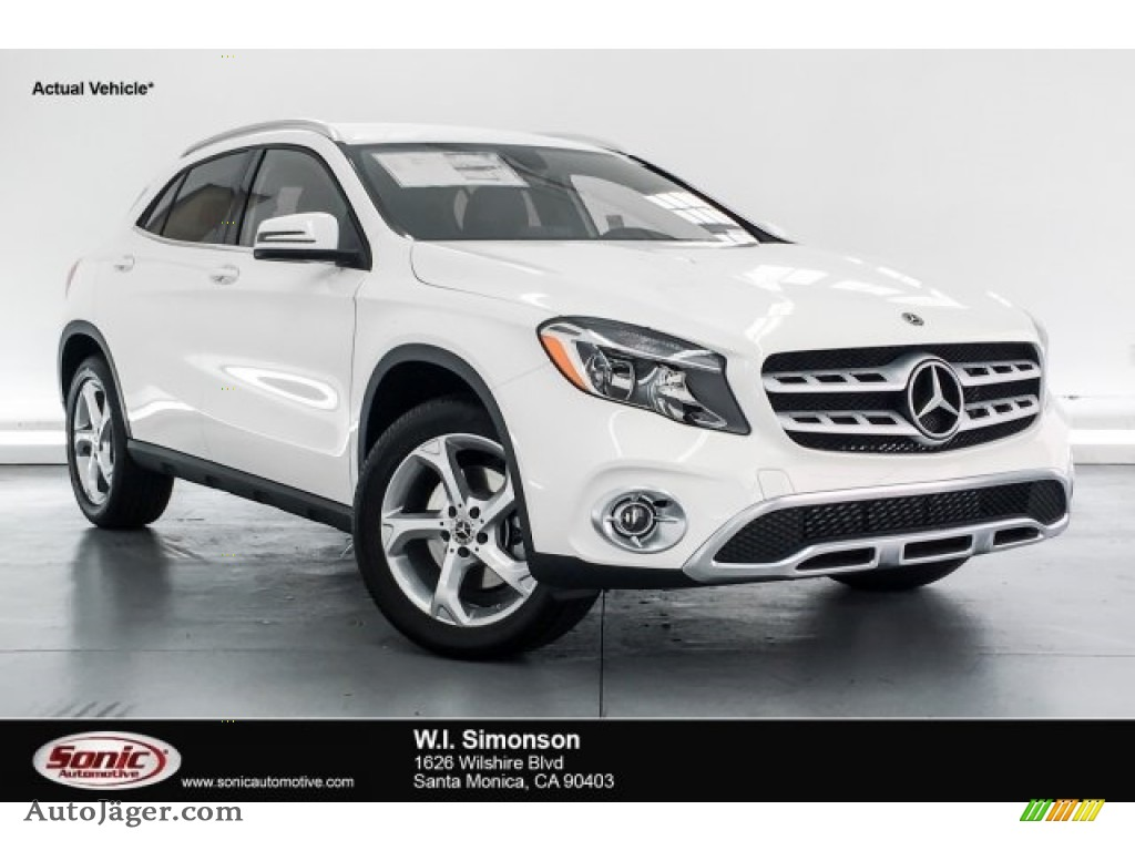 Polar White / Black Mercedes-Benz GLA 250