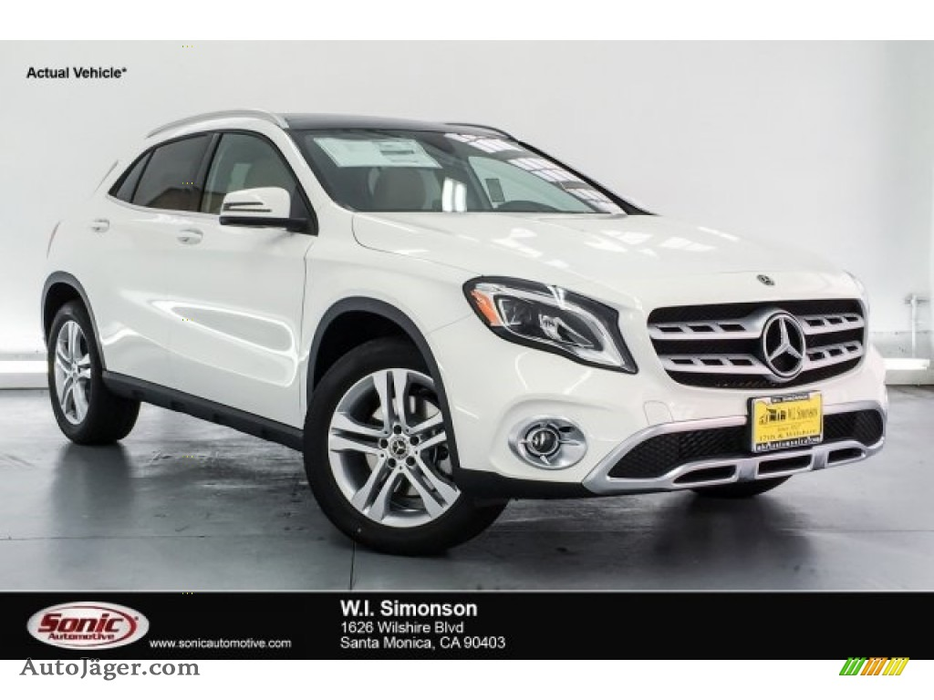 2018 GLA 250 4Matic - Polar White / Sahara Beige photo #1