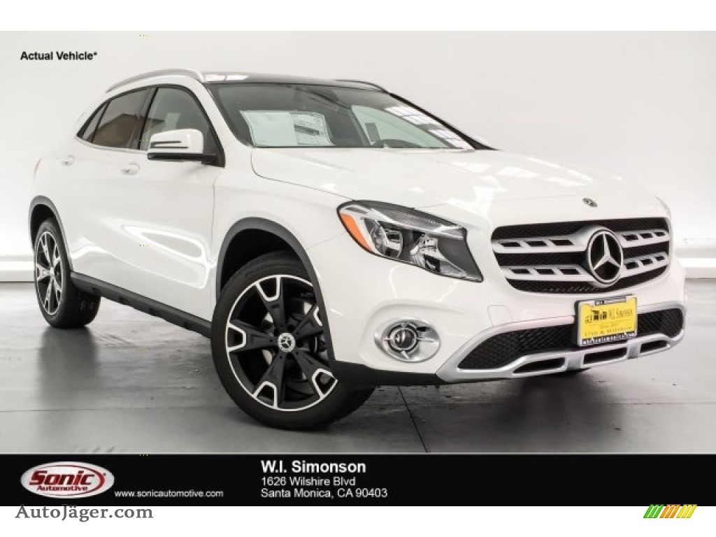 2018 GLA 250 - Polar White / Black photo #1