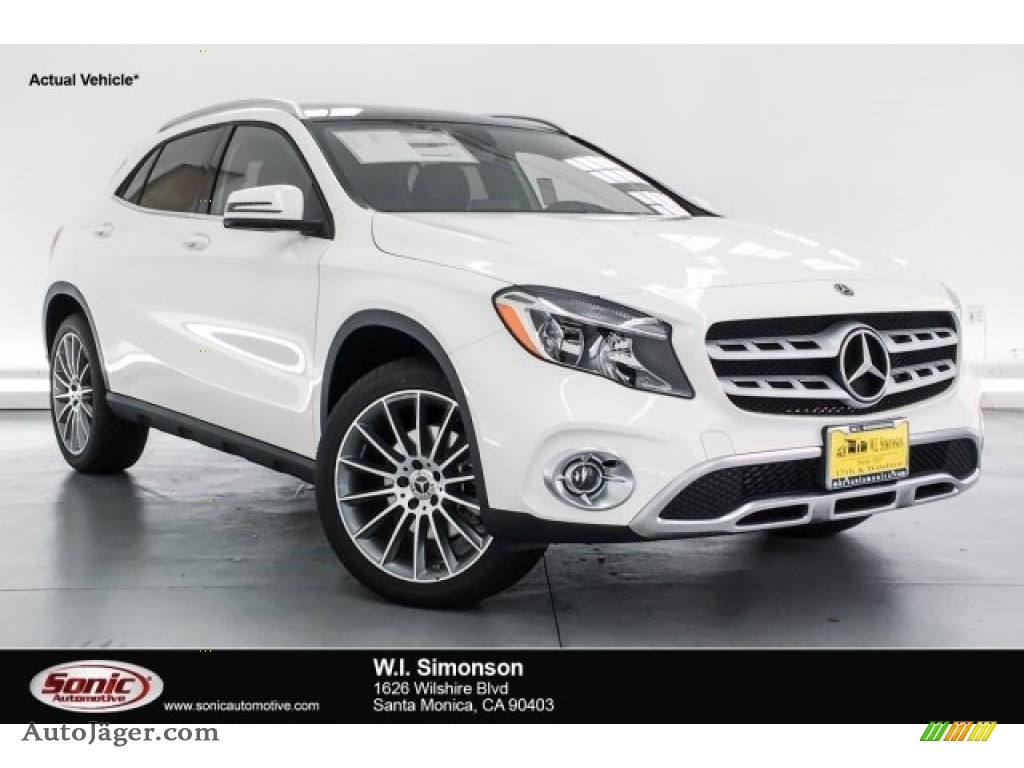 2018 GLA 250 4Matic - Polar White / Black photo #1