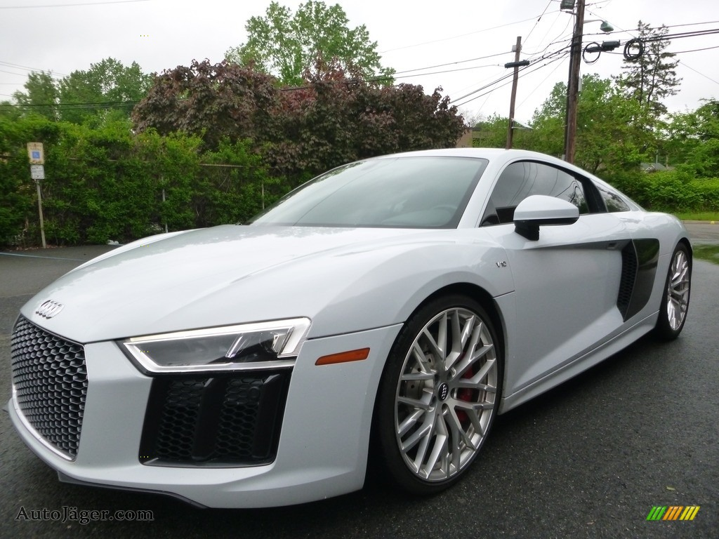 Suzuka Gray Metallic / Black/Express Red Stitching Audi R8 V10