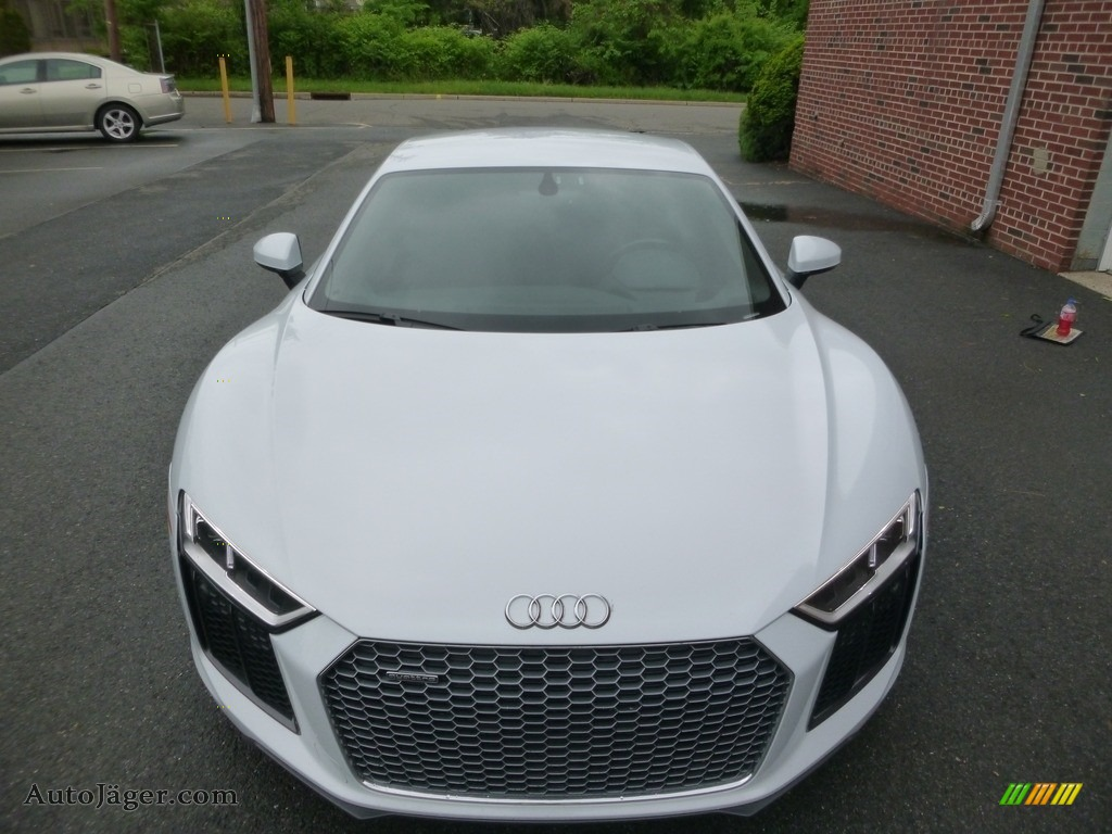 2017 R8 V10 - Suzuka Gray Metallic / Black/Express Red Stitching photo #8