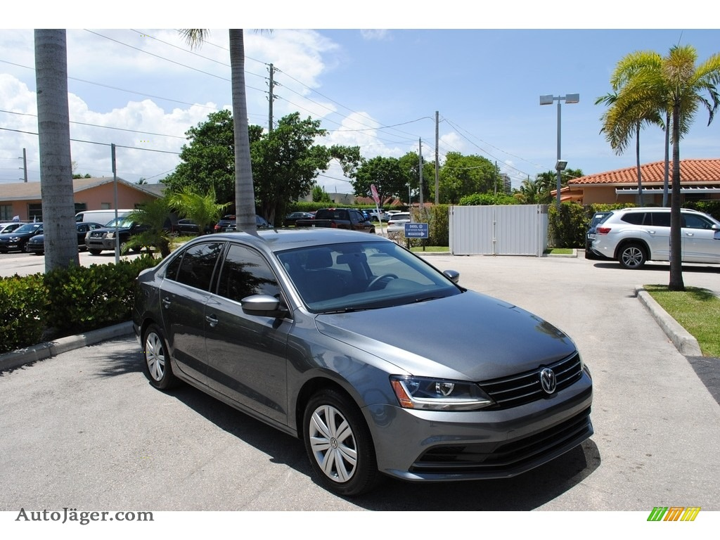 Platinum Gray Metallic / Black/Palladium Gray Volkswagen Jetta S