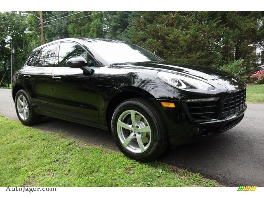 Black / Black Porsche Macan