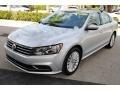 Volkswagen Passat SE Sedan Reflex Silver Metallic photo #4