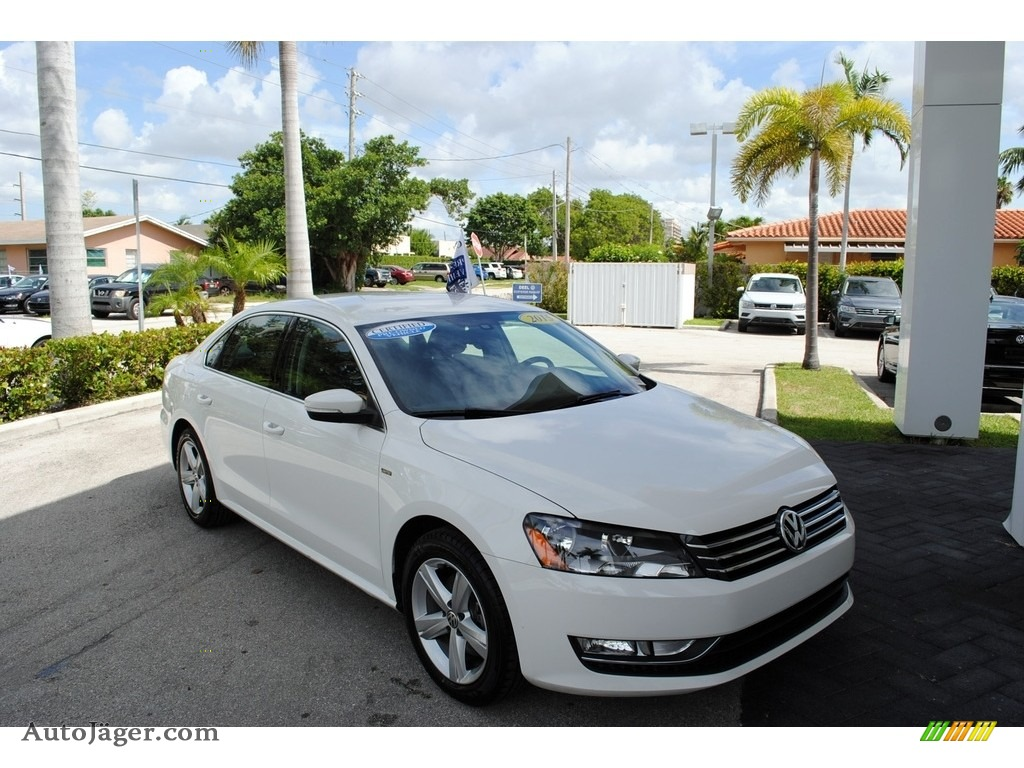 Candy White / Titan Black Volkswagen Passat Wolfsburg Edition Sedan