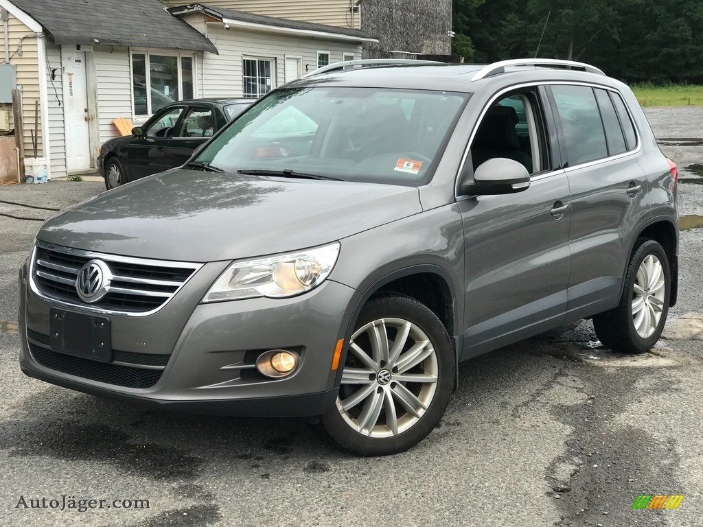 2011 Tiguan SE 4Motion - Reflex Silver Metallic / Charcoal photo #1