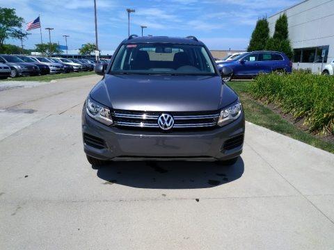 Pepper Gray Metallic 2018 Volkswagen Tiguan Limited 2.0T 4Motion