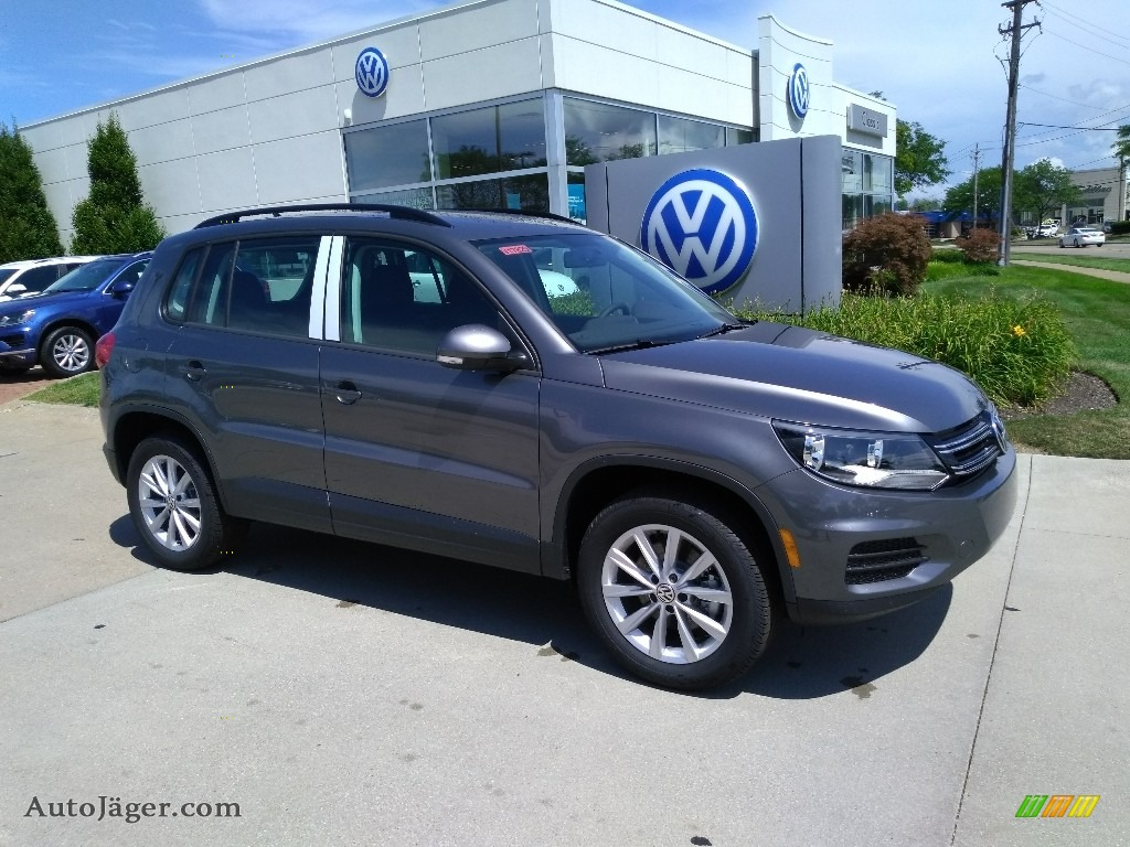 2018 Tiguan Limited 2.0T 4Motion - Pepper Gray Metallic / Charcoal Black photo #2