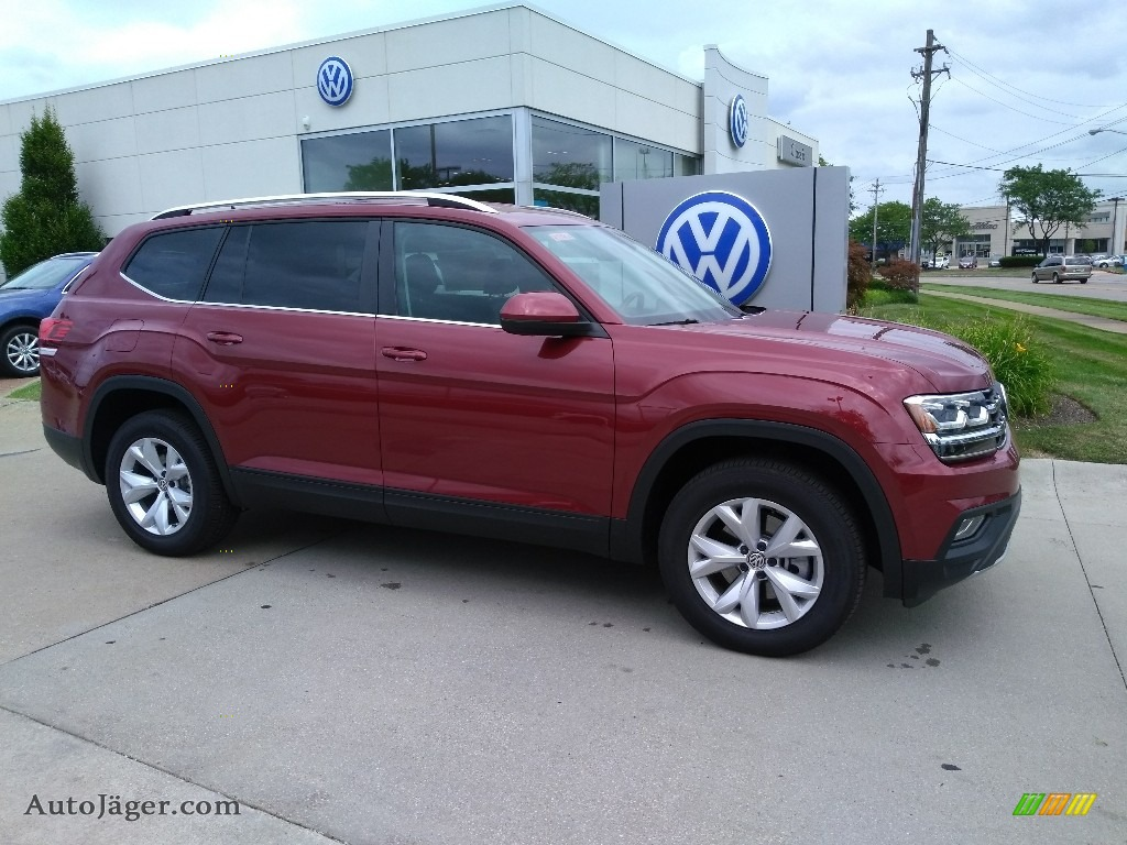2018 Atlas SE 4Motion - Fortana Red Metallic / Titan Black photo #2