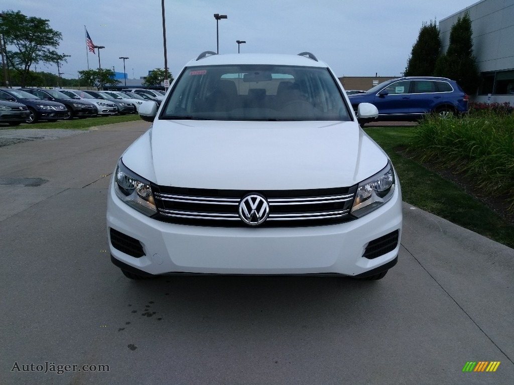 Pure White / Charcoal Black Volkswagen Tiguan Limited 2.0T 4Motion