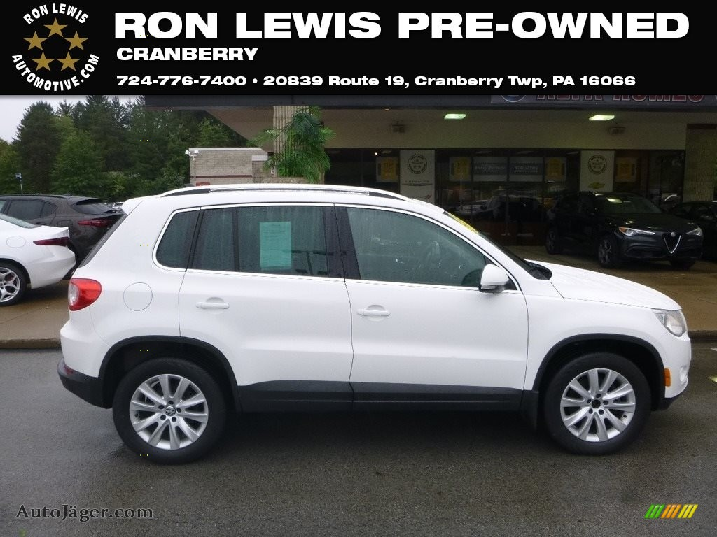 Candy White / Charcoal Volkswagen Tiguan SE 4Motion