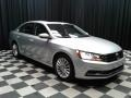 Volkswagen Passat SE Sedan Reflex Silver Metallic photo #4