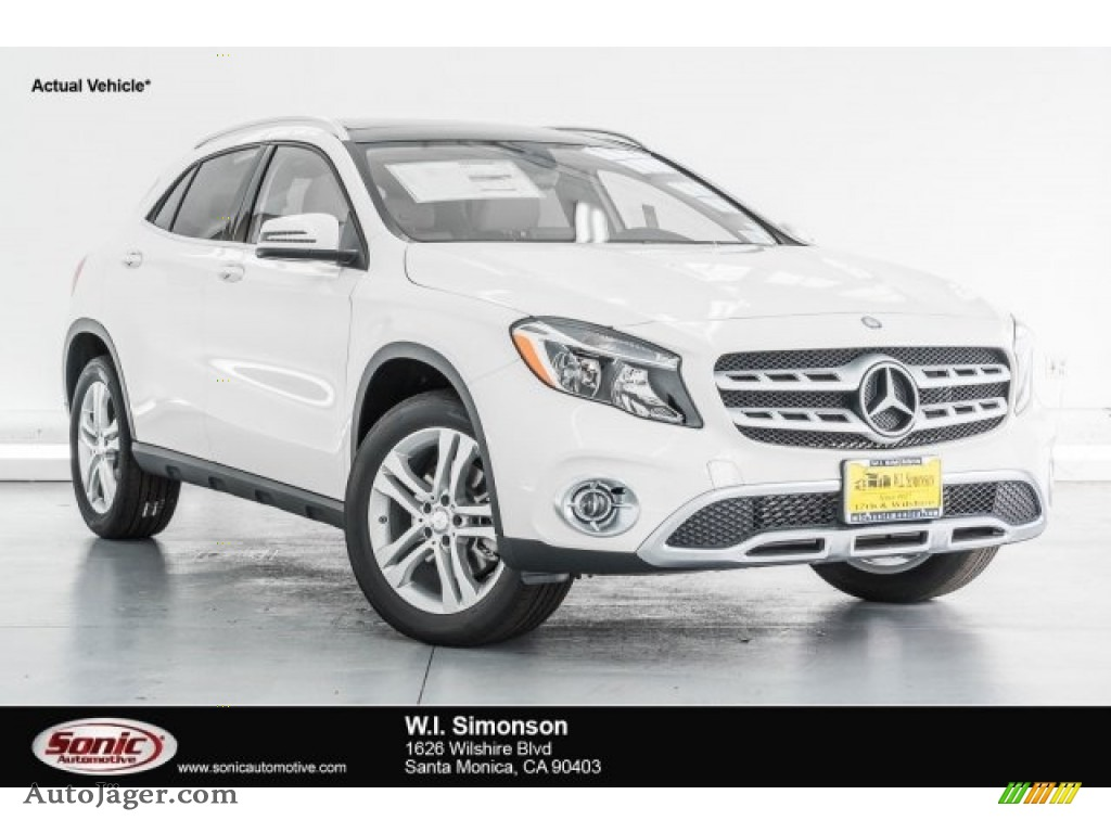 2018 GLA 250 - Cirrus White / Sahara Beige photo #1